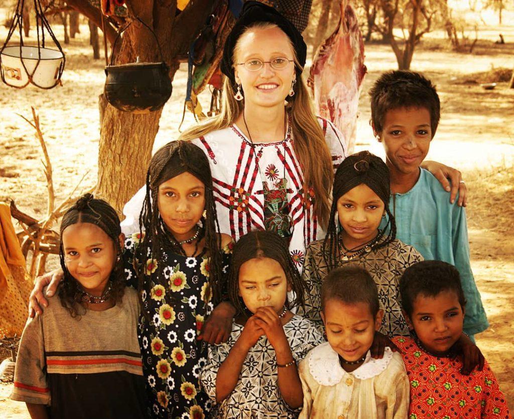 Ariane with children in Azawak